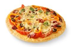 De plakken van de pizza die met worst, paddestoelen en olijven worden gevuld Royalty-vrije Stock Fotografie