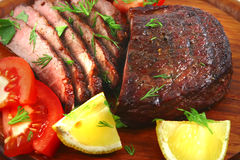 De plakken van het het rundvleesvlees van het braadstuk Stock Afbeeldingen