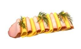 De plakken van het vlees en van de kaas die op wit worden geïsoleerdi Royalty-vrije Stock Afbeeldingen