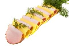 De plakken van het vlees en van de kaas die op wit worden geïsoleerdv Stock Foto's
