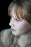 De plan rapproché de verticale jeune fille pensivement Photo libre de droits