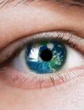 De planeet is in het oog Stock Foto's