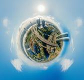 De Planeet van de gebiedhommel Huizen in stad 360 van Riga VR-luchtbeeld voor Virtuele werkelijkheid, Panorama van de torens Stock Afbeeldingen