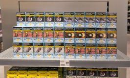De plank van de sigaretopslag in Reis Vrije winkel Skofije, Slovenië Stock Fotografie