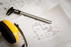 De plannen van de bouw en tekeningshulpmiddelen Stock Fotografie