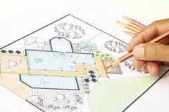 De plannen van de het ontwerptuin van de landschapsarchitect voor binnenplaats Royalty-vrije Stock Afbeeldingen