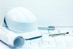 De plannen van het techniekproject, blauwdrukken, beschermende helm, foldin Royalty-vrije Stock Foto's