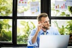De Planning van zakenmanlaptop technology strategy het Werk Concept Royalty-vrije Stock Afbeeldingen