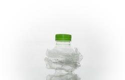 De plastic fles van het verbrijzelingsafval Royalty-vrije Stock Foto's