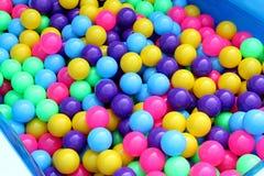 De plastic partij van de poolbal kleurrijk voor jonge geitjes om bal in waterpark, Kleurrijk van de bal plastic textuur abstract  Stock Afbeeldingen