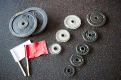 De platen van Barbellgewichten met leidende figuurvlaggen Royalty-vrije Stock Afbeeldingen