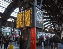 De platforms van Stazionecentrale in Milaan royalty-vrije stock afbeelding