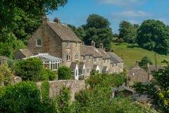 De plattelandshuisjes van de Cotwoldsteen in het dorp van Minchinhampton, Gloucestershire, stock foto