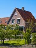 De Plattelandshuisjes van Scenics in Marken, Nederland Stock Afbeeldingen