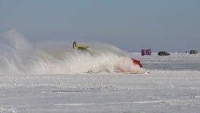 De Ploeg van de sneeuw op Meer stock afbeeldingen