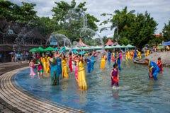 De plons die van Xiaoganlanbaxishuangbanna Dai Park Plaza Carnaval bespatten Royalty-vrije Stock Afbeeldingen