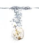 De plons van de appel in water Stock Afbeelding