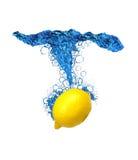 De plons van de citroen Stock Foto