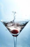 De plons van de cocktail stock fotografie