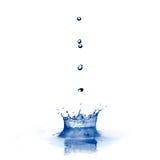 De plons van het water met dalingen die op wit worden geïsoleerde Royalty-vrije Stock Afbeelding