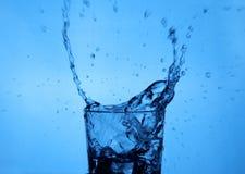 De plons van het water met motieonduidelijk beeld Royalty-vrije Stock Fotografie
