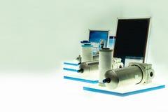 De pneumatische filter met huisvesting is apparaat voor verwijdert verontreinigende stoffen of de deeltjes van een samengeperste  stock afbeelding