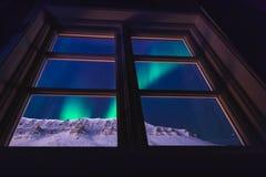 De polaire noordpool Noordelijke ster van de borealishemel van de lichtendageraad snowscooter in Noorwegen Svalbard in Longyearby royalty-vrije stock foto's