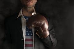 De politicus met het Overhemd van de V.S. is bereid te vechten royalty-vrije stock fotografie