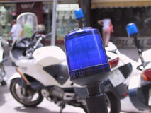 De politie steekt motorfiets aan royalty-vrije stock afbeelding
