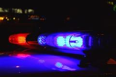 De politie steekt 's nachts aan Stock Afbeeldingen