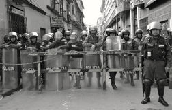 De Politie van de rel in Bolivië Stock Foto