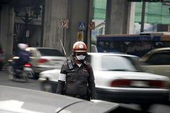 De politie van het verkeer in slecht milieu Stock Afbeeldingen