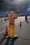 De politieagent van het robotverkeer SEOEL - JULI 30: Het veranderen van wachten van de vriend van de koning Stock Afbeeldingen