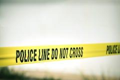 De politielijn kruist niet beschermt misdaadscène stock foto