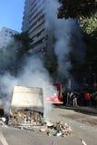 De politievechtlust wordt gebruikt om protesten in Rio de Janeiro te bevatten Stock Foto's