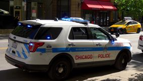 De Politiewagen van Chicago op plicht - CHICAGO VERENIGDE STATEN - JUNI 11, 2019 stock video