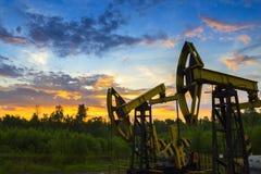 De pompenolie van de olieboortoren of aardgas van ondergronds Royalty-vrije Stock Afbeeldingen