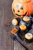 De pompoen van Halloween cupcakes Stock Afbeeldingen