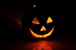 De pompoen van Halloween in dark Royalty-vrije Stock Foto's