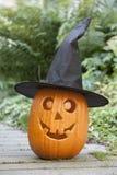 De pompoen van Halloween met zwarte hoed Stock Afbeeldingen