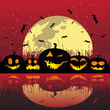 De pompoenen van Halloween onder de maan Royalty-vrije Stock Afbeeldingen