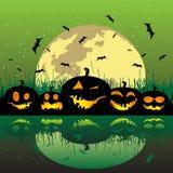 De pompoenen van Halloween onder de maan stock illustratie