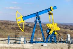 De pomptrekker van de olieveldindustrie Royalty-vrije Stock Afbeeldingen