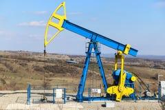 De pomptrekker van de olieveldindustrie Stock Afbeelding