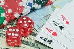De pook, koninklijke vloed, dobbelen en het gokken de spaanders Royalty-vrije Stock Foto