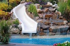 De pool en de dia van de binnenplaats royalty-vrije stock afbeelding