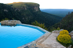 De pool van de rots met een mening over een vallei, Zuid-Afrika Stock Fotografie