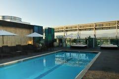 De pool van het dak met bergmening Royalty-vrije Stock Afbeelding