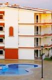 De Pool van het flatgebouw met koopflats Royalty-vrije Stock Foto