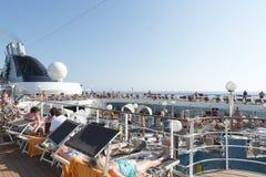 De Pooldek van het cruiseschip Stock Fotografie